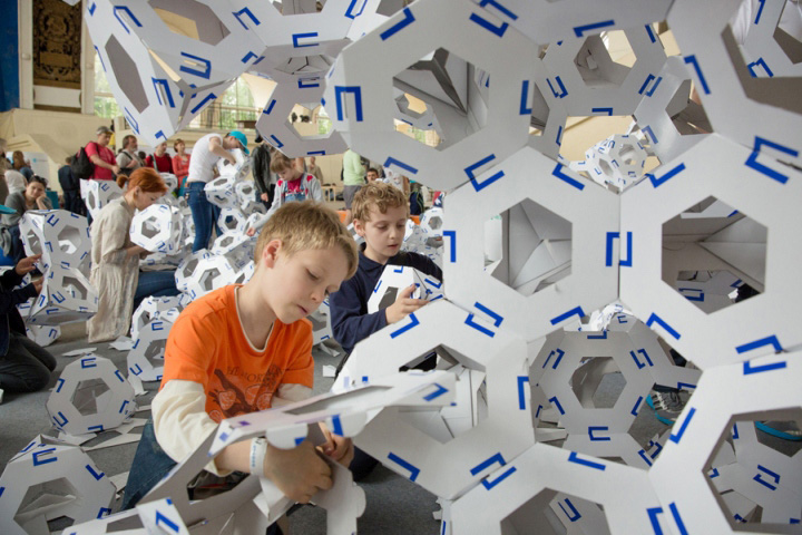 Paper-Installation-by-Collective-Paper-Aesthetics-Moscow-Russia.jpg